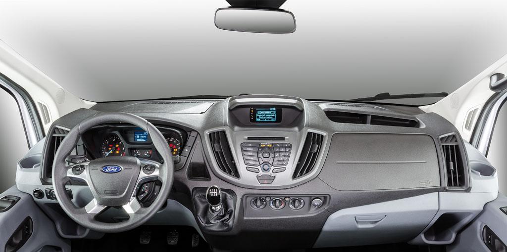 Interior diseñado y equipado en torno al conductor (4)