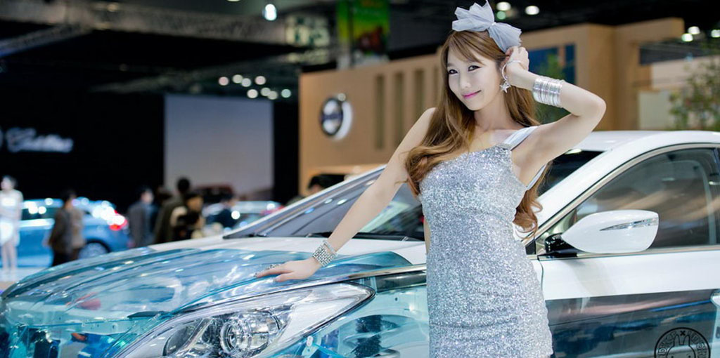 Lovely-Korean-model-Go-Jung-Ah-at-Seoul-Motor-Show-2013-01