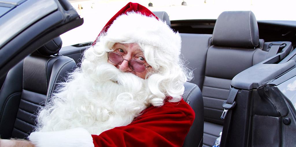 Papa Noel en auto