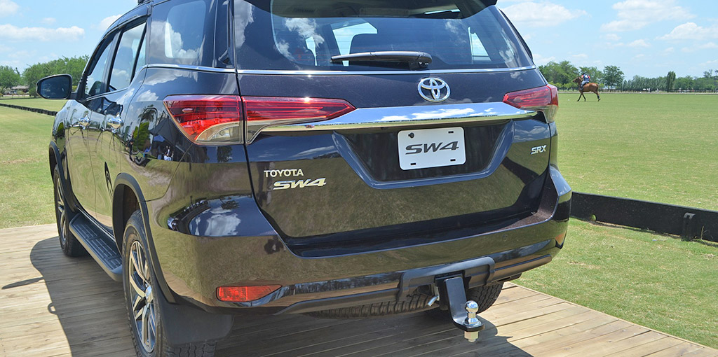 Toyota SW4 de atras