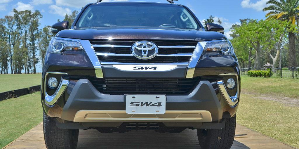 Toyota SW4 de frente