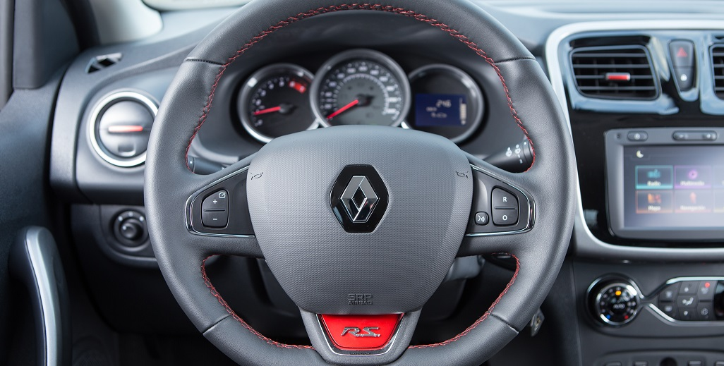 Renault Sandero volante