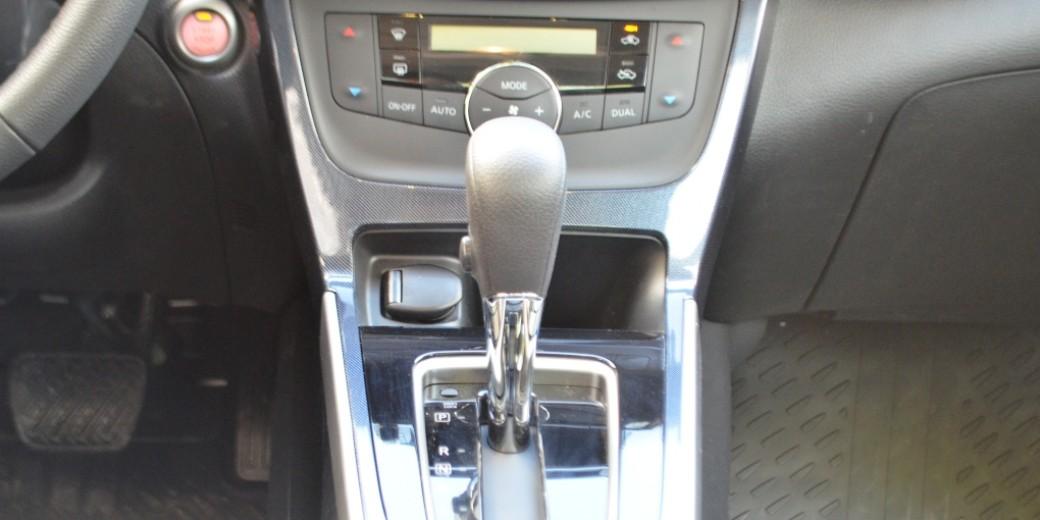 Nissan Sentra interior 3