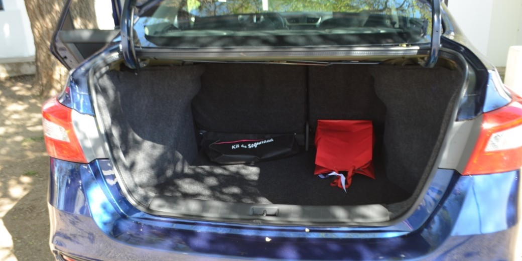 Nissan sentra interior 6