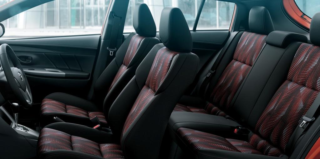 Toyota Yaris asientos 4