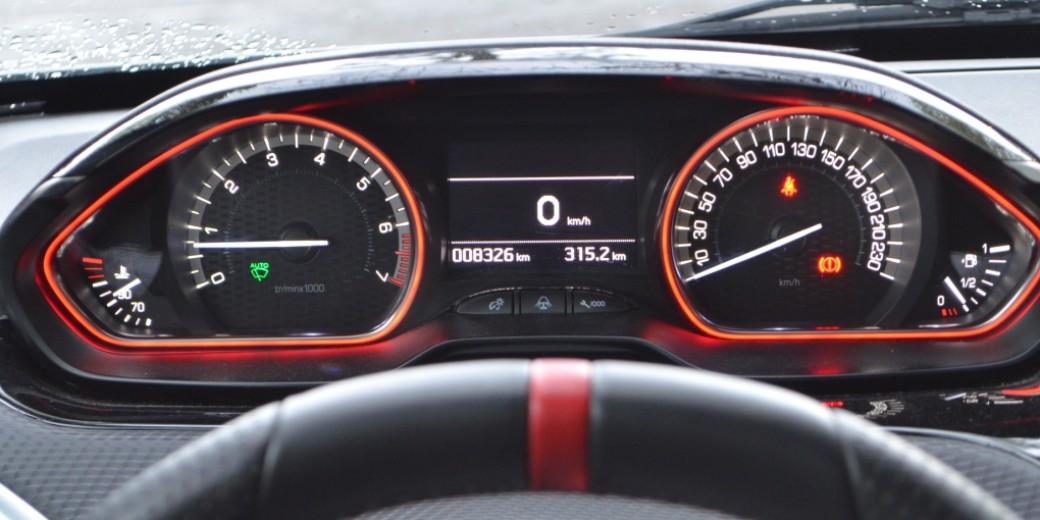 Peugeot 208 GT interior 3