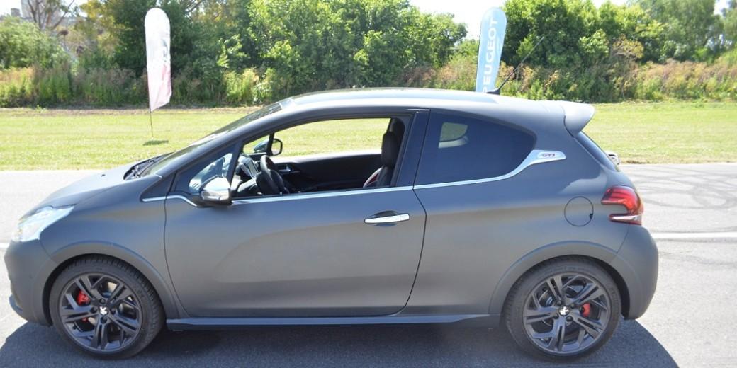 Peugeot 208 gti perfil