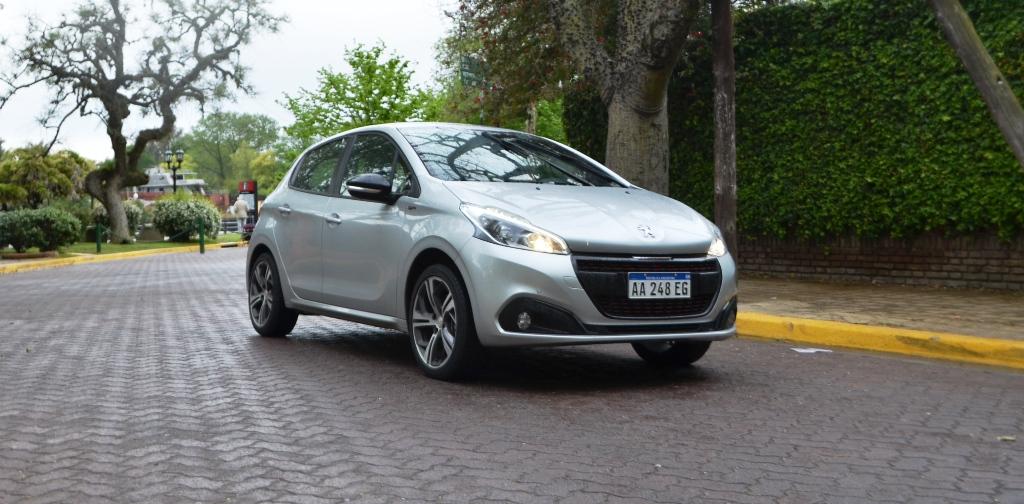 Peugeot 208 mas