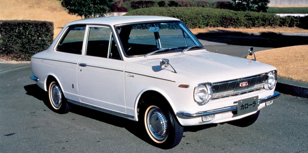 Toyota Corolla sale a la luz con la primera generación.