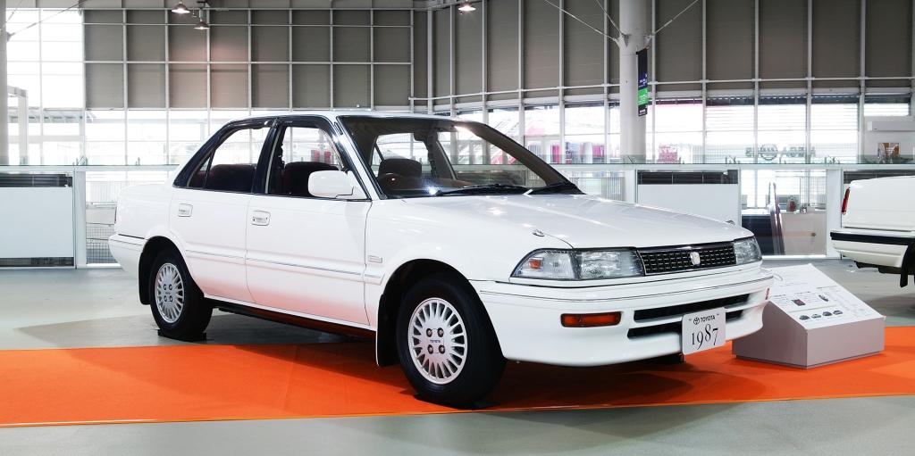 La sexta generación dio vida a un auto más aerodinámico, con versiones sedán, coupe y station.