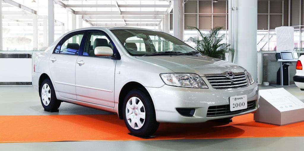 La novena generación del Toyota presenta un modelo bien del año 2000.