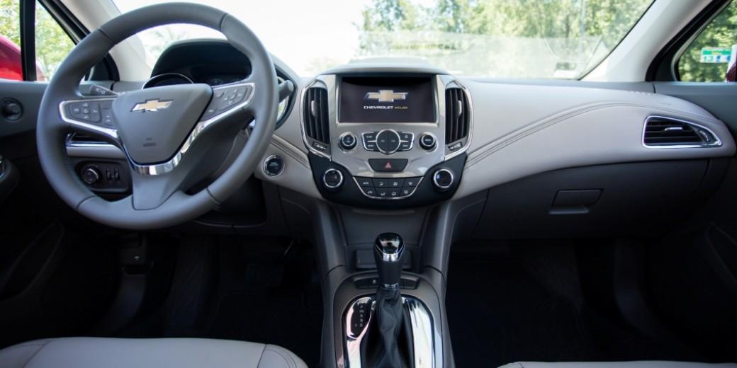 Chevrolet Cruze5 interior 1