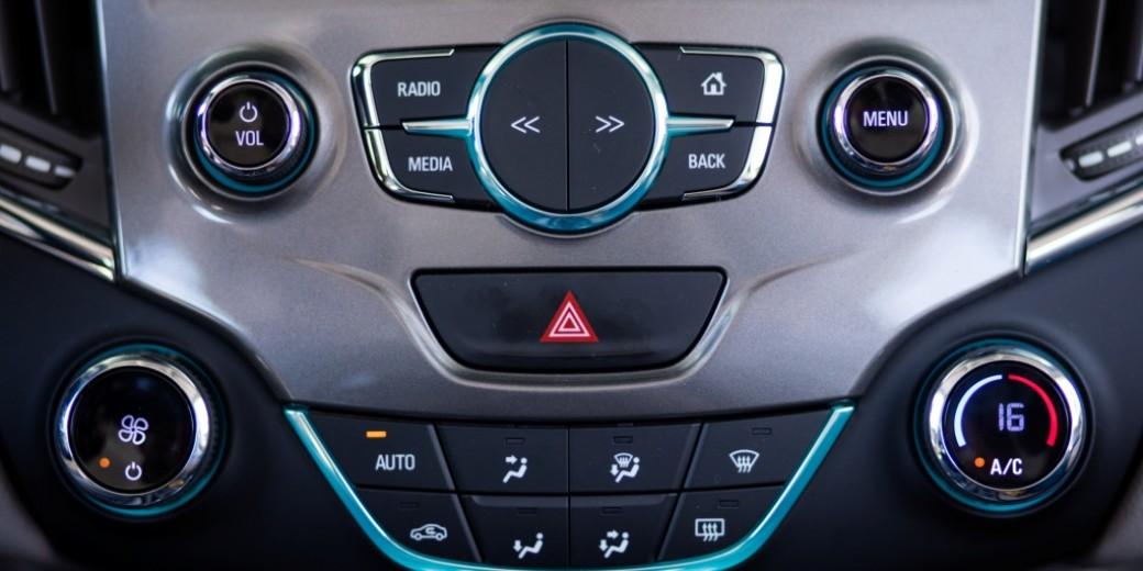 Chevrolet Cruze5 interior 4
