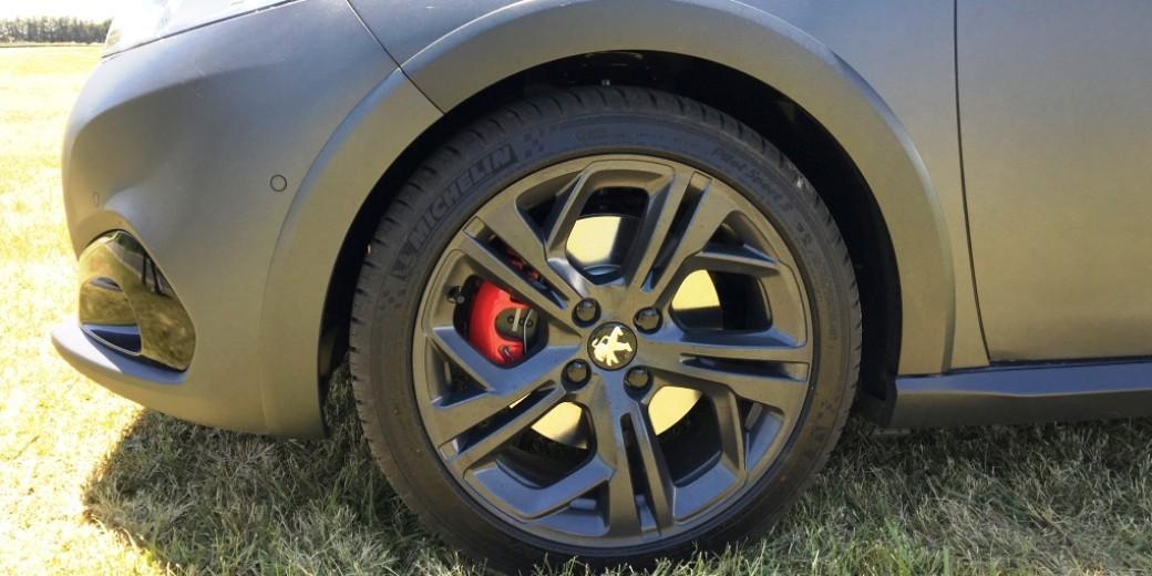 Peugeot 208 gti rueda