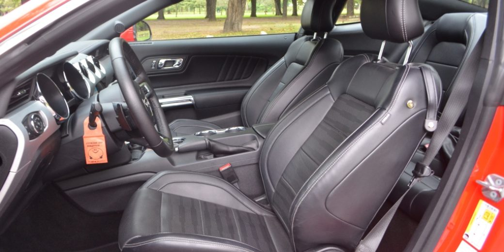 Ford Mustang interior 3