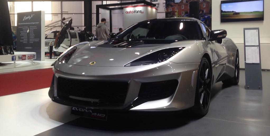 126e5ea51482 El último modelo presentado está construido con fibra de carbono y de  venderá en dos versiones. Una de ellas es la 400 coupe