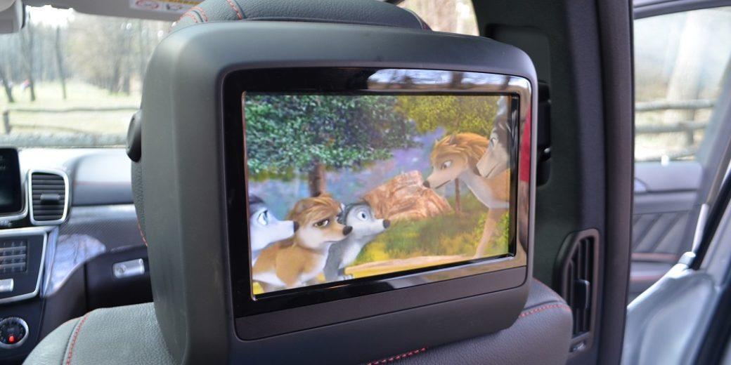 Mercedes Benz GLA 400 atras pantalla