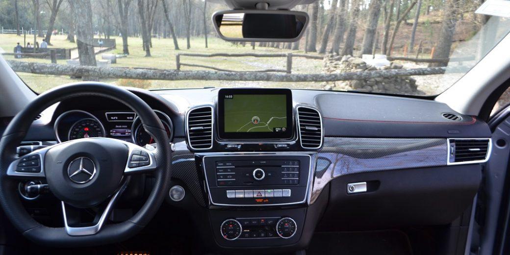 Mercedes Benz GLA 400 interior