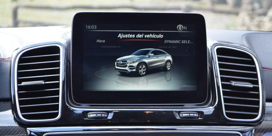 Mercedes Benz GLA 400 pantalla tactil