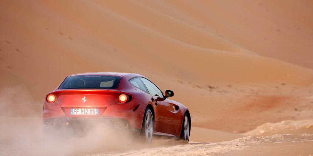 Ferrari SUV atras