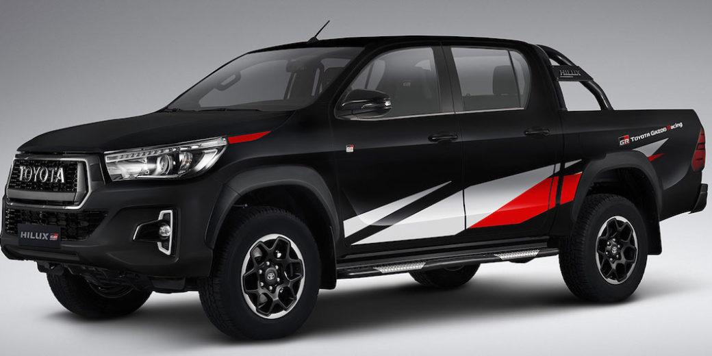 Toyota Hilux negra