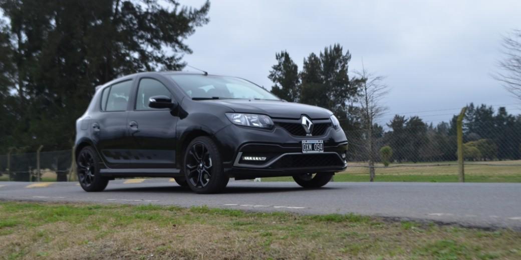 Renault RS en la ruta