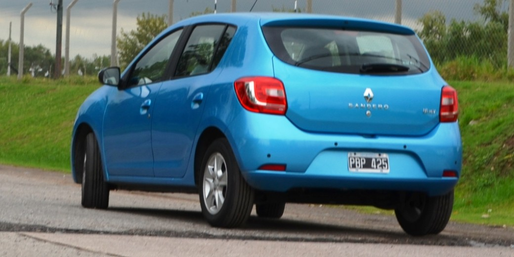 Renault Sandero Privilege atras 2