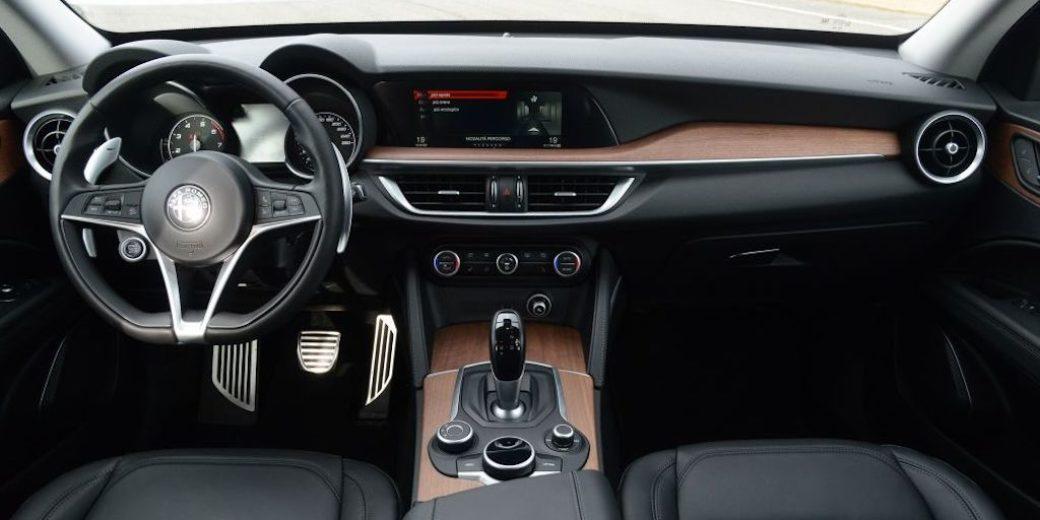 Alfa Romeo Stelvio interio