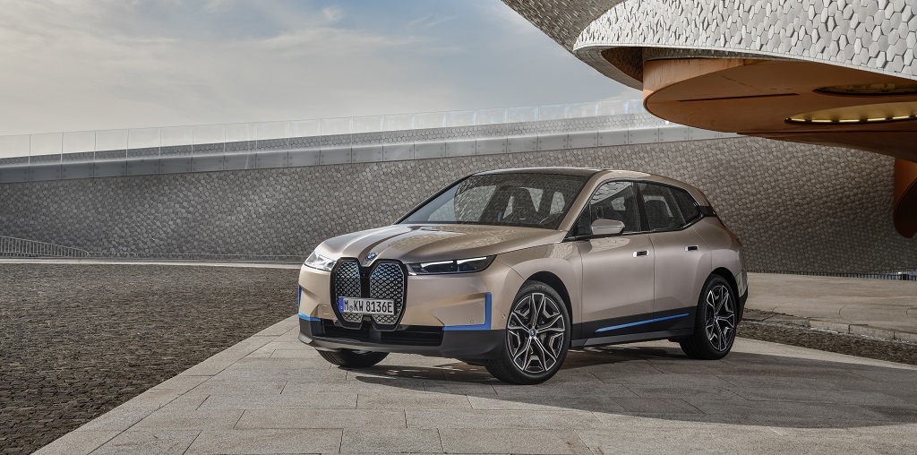 BMW iX, eléctrico, veloz y excéntrico