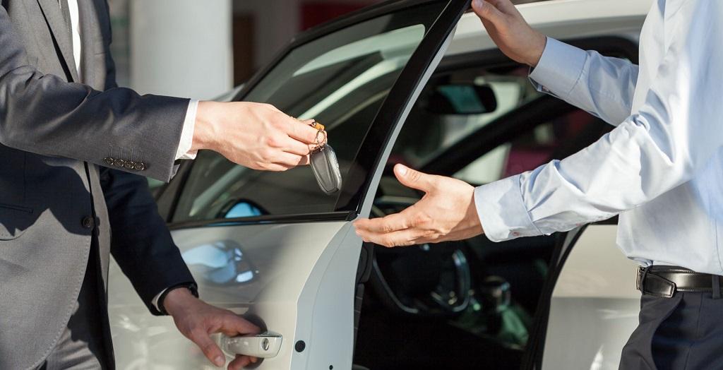 ¿Cuántos autos se vendieron en febrero?